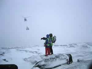 Helicopter airlifting projects in the winter